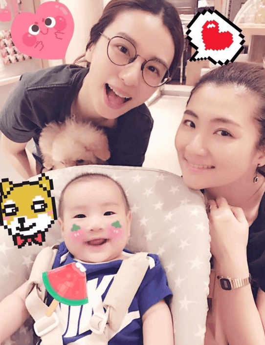 Ella晒SHE姐妹与儿子合照 笑容灿烂画面温馨