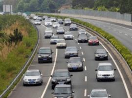 高速十三大队辖区事故处理完 车流量大 货车管制
