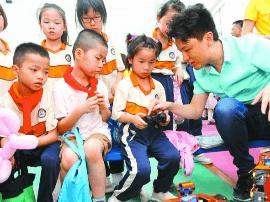 佛山各小学开展亲子游戏、义卖等六一国际儿童节活动