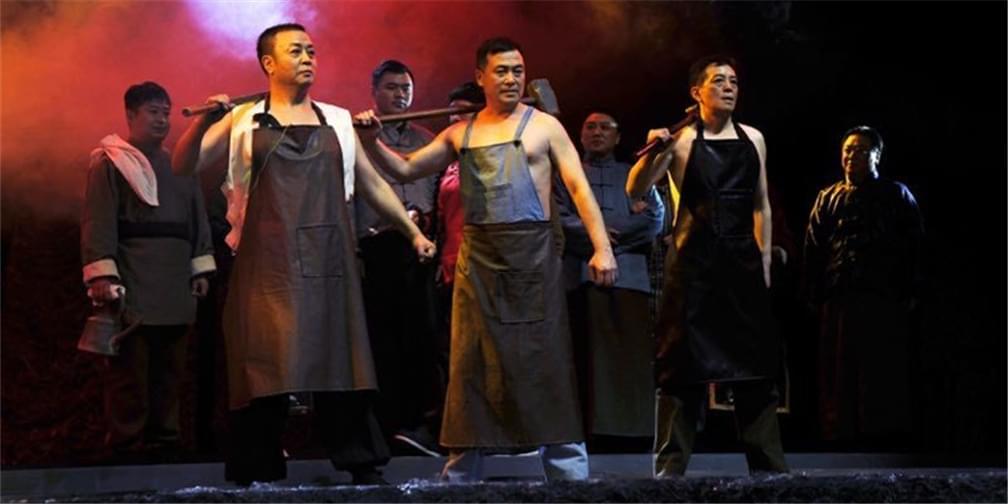 沈阳北市场新名片 抗战大剧《开炉》