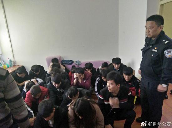 荆州警方捣毁一传销窝点 解救30名被困人员