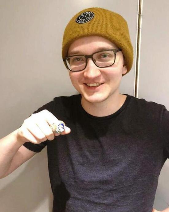 DOTA2:Liquid队员秀TI7冠军戒指 镶满钻石璀璨耀眼
