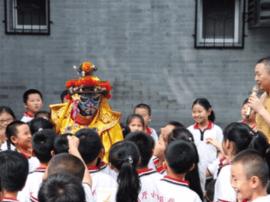 """新教材 新学校 新主题为""""开学第一课""""添彩"""
