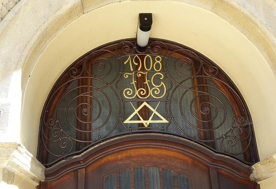 ?一处有共济会标志的建筑/Pixbay