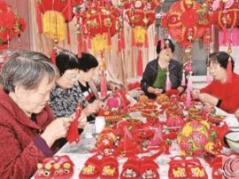 万荣县青谷村民俗饰品受市场青睐