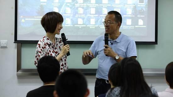 俞敏洪调侃雷军英文 展示最小董事长办公室