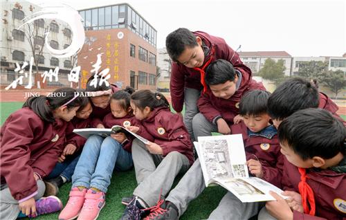 张居正16世孙、漫画家张滨向张居正小学寄来特殊快递…