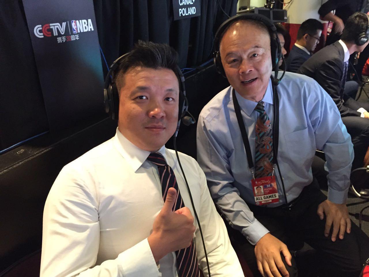 红彩专家杨健与张卫平共同解说NBA比赛