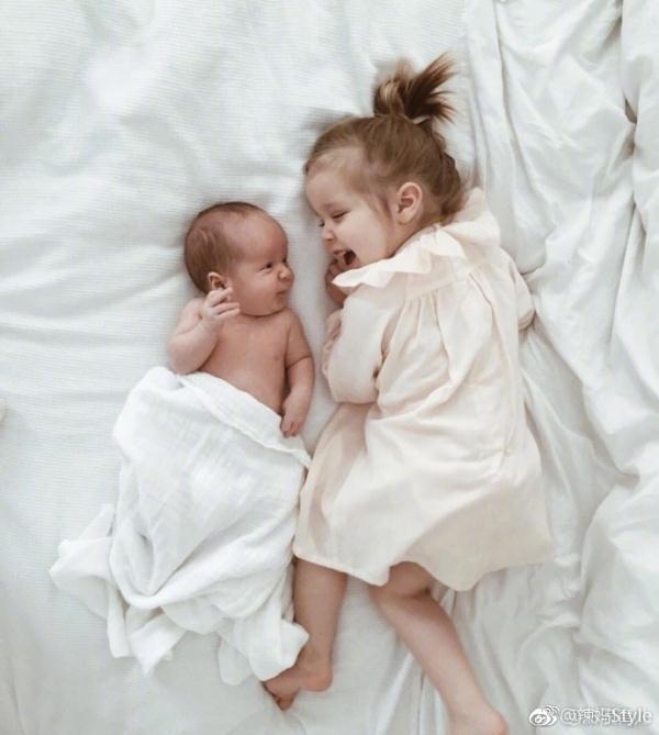 大宝拥小宝,世上最美好的画面