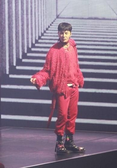 权志龙香港开唱无安可 歌迷遗憾留在现场不愿走