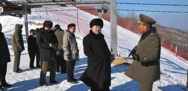 揭秘朝鲜滑雪场 服务员赞叹:金正恩太帅了!