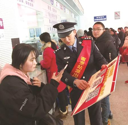 【网络媒体走转改】春运中的民警: 安全最重要,服务不能少