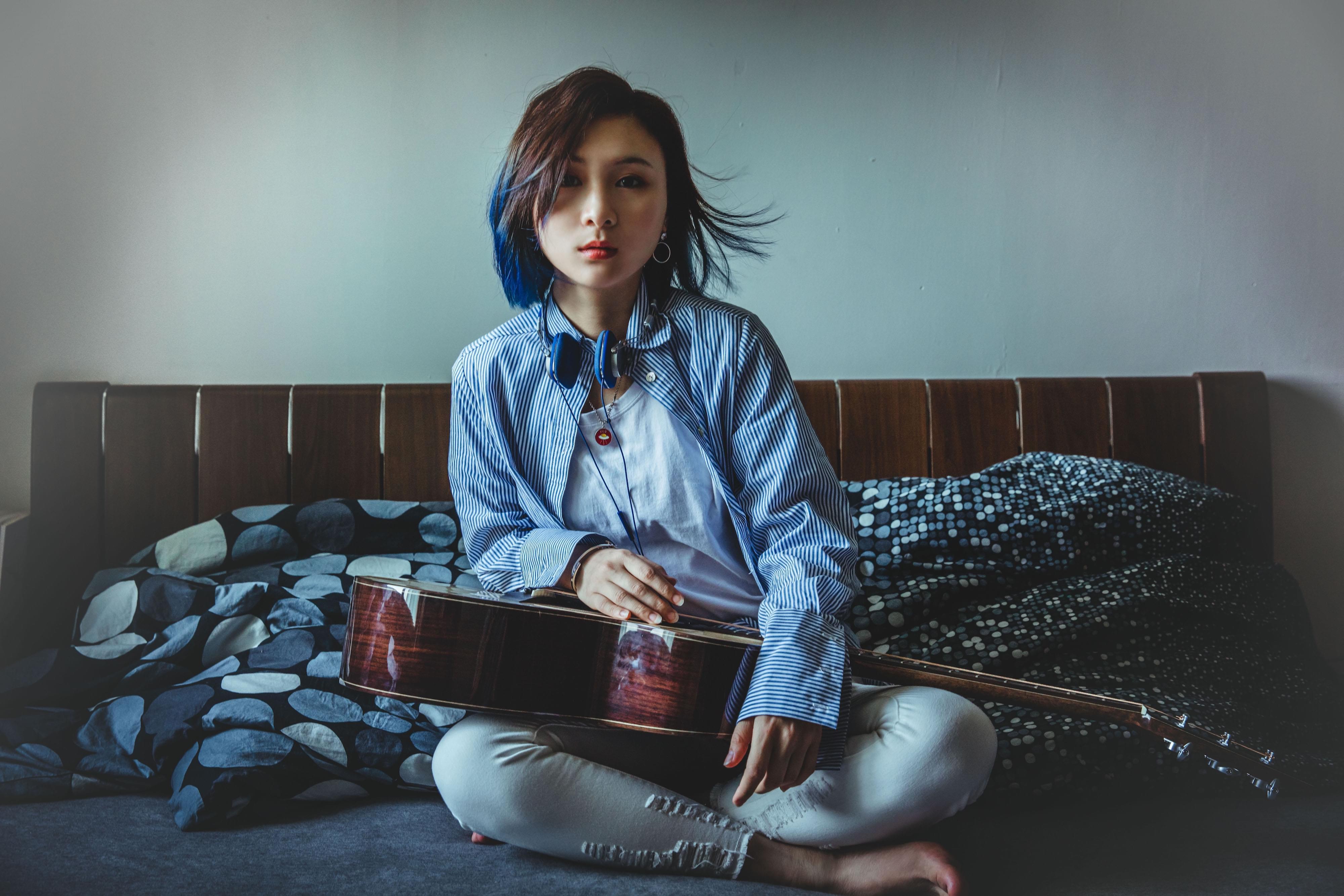 李雨首张专辑《鱼里言吾》 展现创作才华与实力