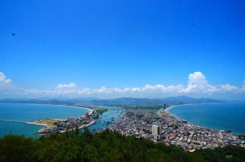 大力发展滨海旅游业 双月湾+海龟打造康养小镇