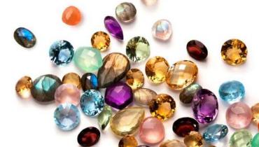 彩色宝石饰品的4个技巧 帮你避开选购误区