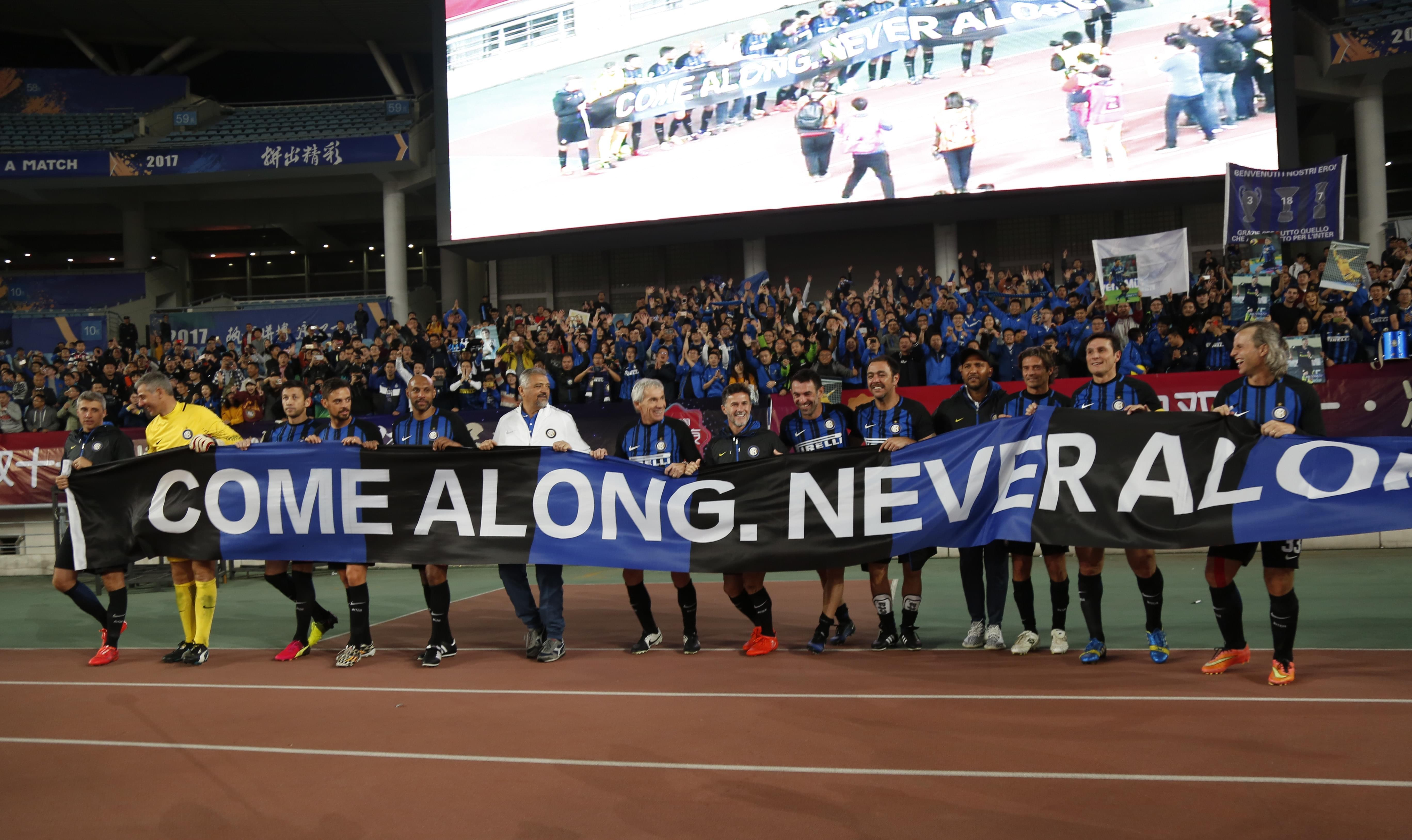 苏宁传奇足球夜精彩纷呈 国米传奇队2-1中国元老队