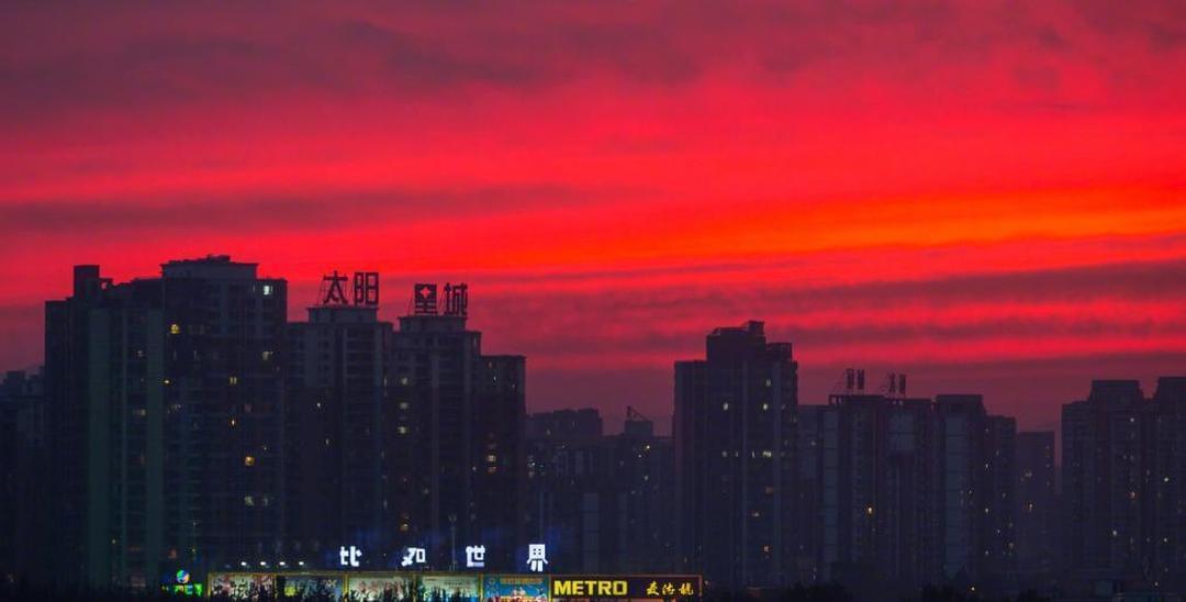 天空也有少女心!北京傍晚现火烧云
