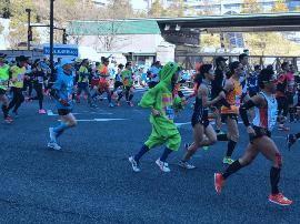 东京马拉松男女刷新纪录 肯尼亚夺双冠