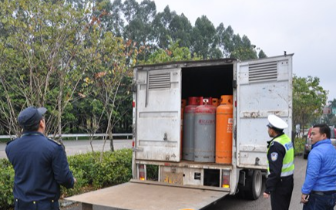 麻涌春运执勤服务点查获一辆非法运输危险品车辆