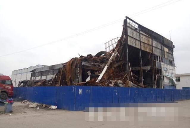 济南匡山酒水城大火后 一年了500业户损失没着落
