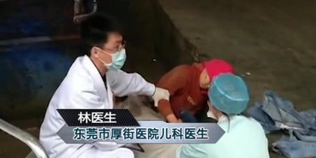 孕妇垃圾堆产下男婴还阻拦救治 医生燃了!