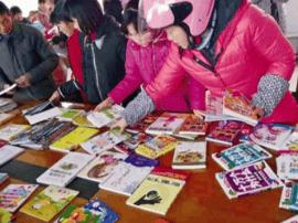 园林局职工:为留守困境儿童捐赠200册课外读物
