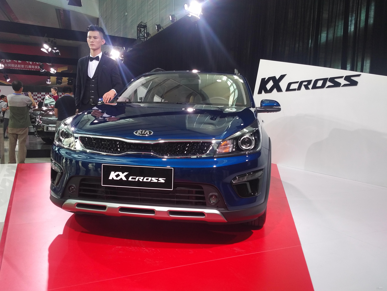售价XX.XX万起 起亚凯绅&KX CROSS双车上市