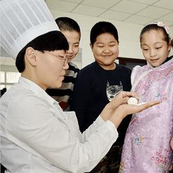 河北邢台:学做元宵 感悟传统