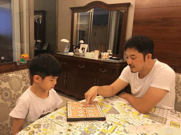 网友纷纷押宝安吉下棋会赢 心疼沙溢三秒钟