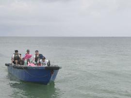 """南宁10游客被骗坐""""黑船""""出海 危机时刻竟然拔钥匙"""