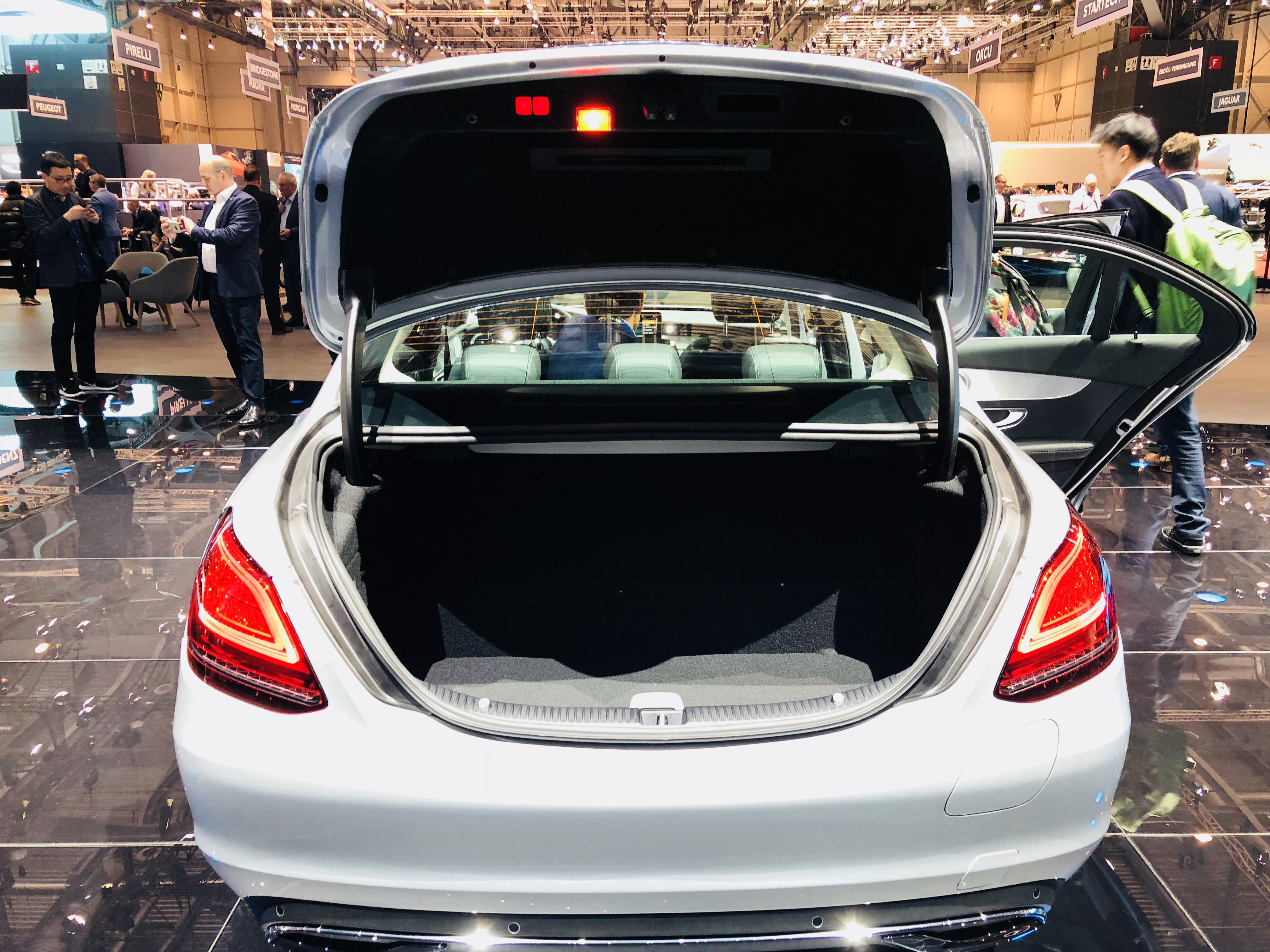 3系的处境更尴尬了 新款奔驰C级轿车首发