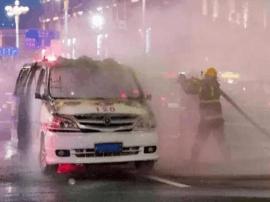 平潭一救护车自燃烧成壳 着火原因仍在调查