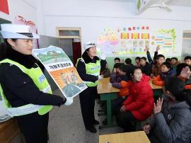 万荣交警进校园为智障儿童上交通安全课