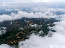 山西中条山:秋雨后现罕见云海景观 宛若仙境