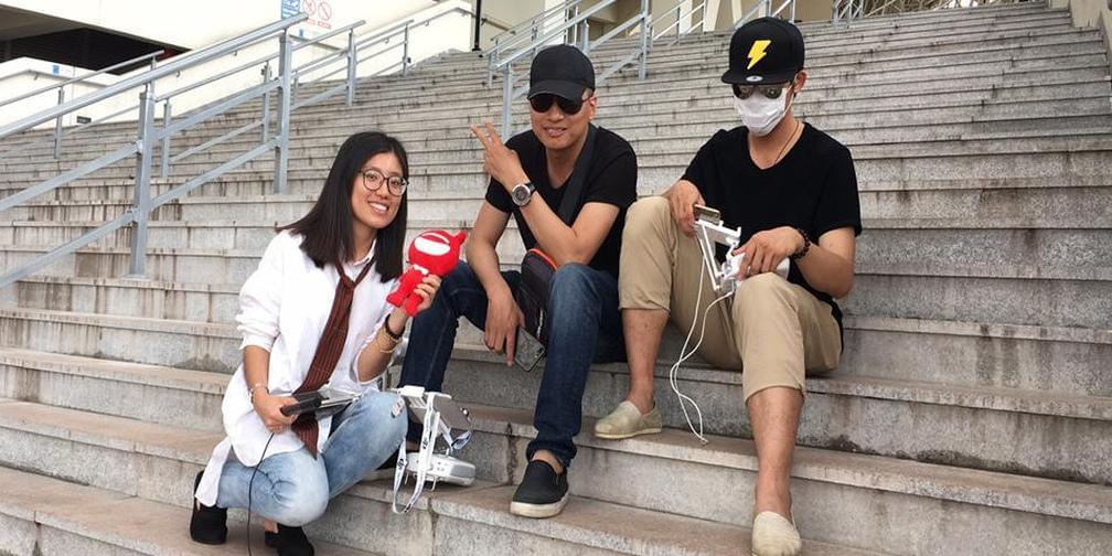 无人机青年与镜头下的风情港城