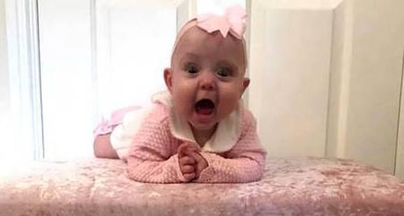 医生出奇招!26周早产女婴靠塑料袋保温