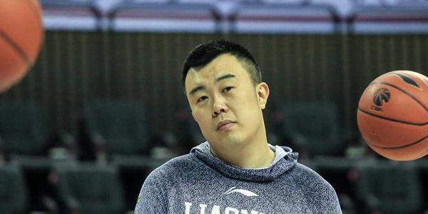辽篮公开训练:杨鸣哈哈大笑 大韩歪头卖萌