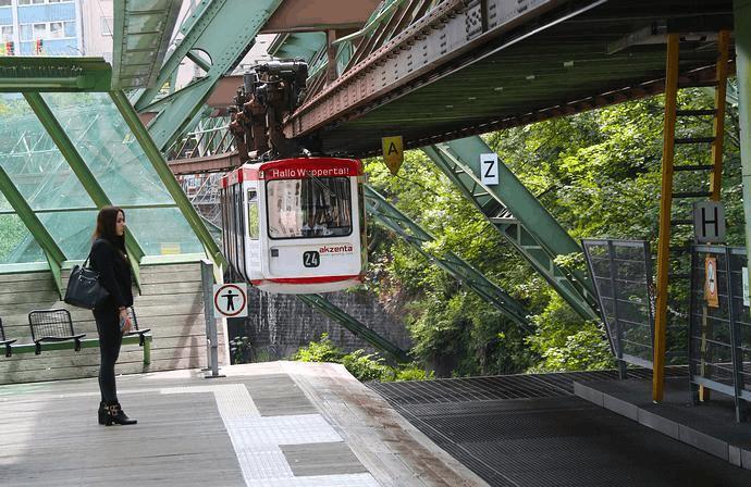 """世界第一列悬挂火车 100年前就已经""""起飞""""了"""