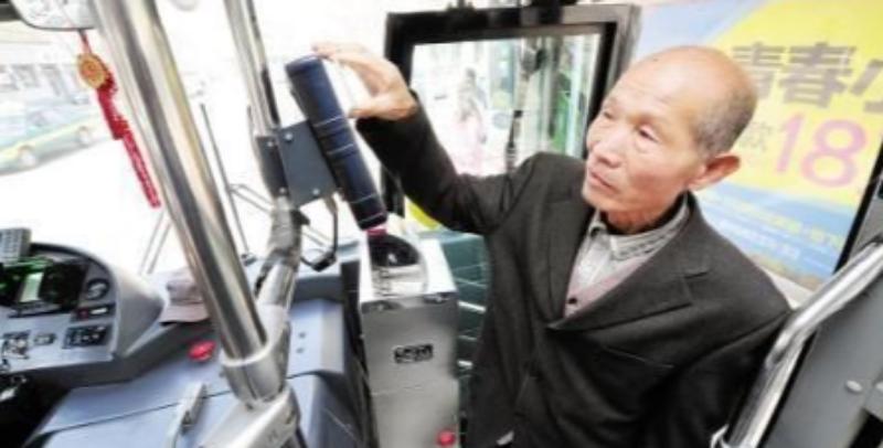 哈市65岁以上老人即日起免费坐公交