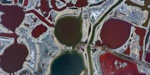 山西:五彩斑斓的盐湖景象美不胜收