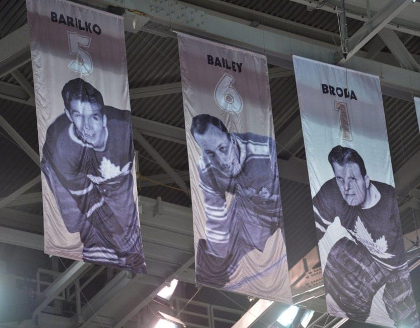 体育史上第一个退役的号码是冰球球星艾斯-贝利,他的6号球衣于1934年被多伦多枫叶队退役。