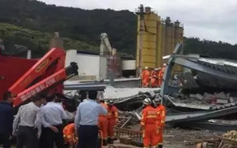 突发!莆田涵江一在建房子坍塌 仍有5人被困