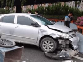 福州发生车祸 电动车闯机动车道骑手受伤严重
