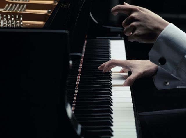 """钢琴王子李云迪演绎众多经典再谱""""肖邦传奇"""""""