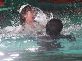 深夜畅聊12月13日:施救落水同伴溺亡,非见义勇为?