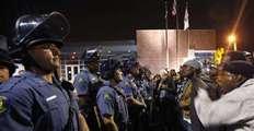 玩手机遭扫射20枪,美国黑人这么招警察恨?