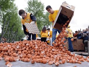 小镇做世界最大的煎蛋 打破世界纪录