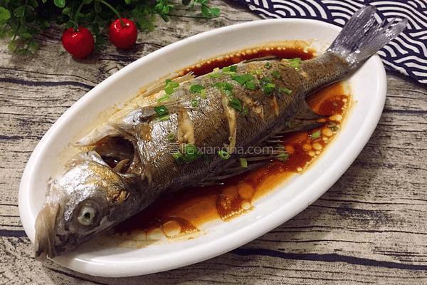 清蒸鲈鱼怎么入味?上锅前的关键一步要做对!