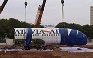 """波音737客机""""飞进""""高校"""