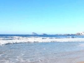 外地女游客海边落水 长乐渔民涉水200多米施救